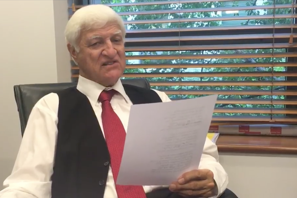Bob Katter made a video of himself singing Bad Moon Rising, except it's about politics.